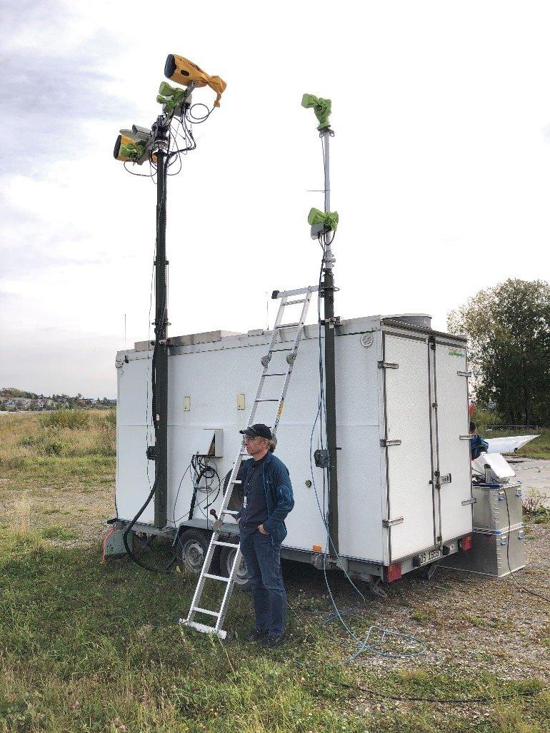 Ekko II brukes til tesing og forsknning på radar. Her er Ekko II ffra tesing av redningshelikopterets radar ved flystripa på Kjeller høsten 2020. I forkant forsker Svein Kristoffersen.