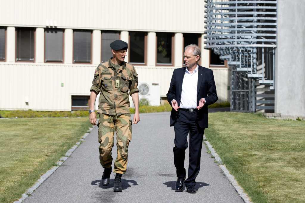 Generalmajor Eirik Kristoffersen og FFIs administrerende direktør John-Mikal Størdal.